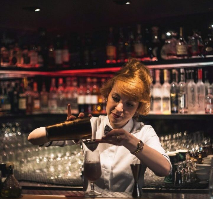Step by step how to Become a Bartender